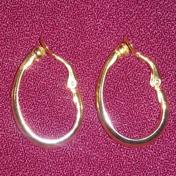 Vintage Jewelry - Vintage gold tone clip on earrings